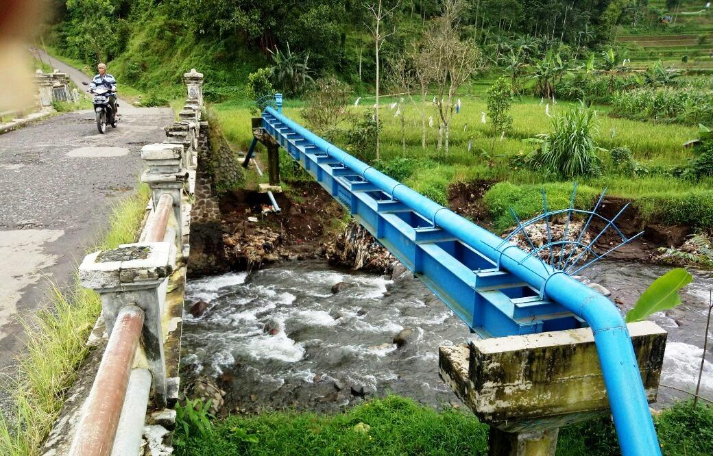 Pondasi Jembatan Karangmulya Ambrol