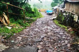 Jalan Penghubung Kabupaten Rusak