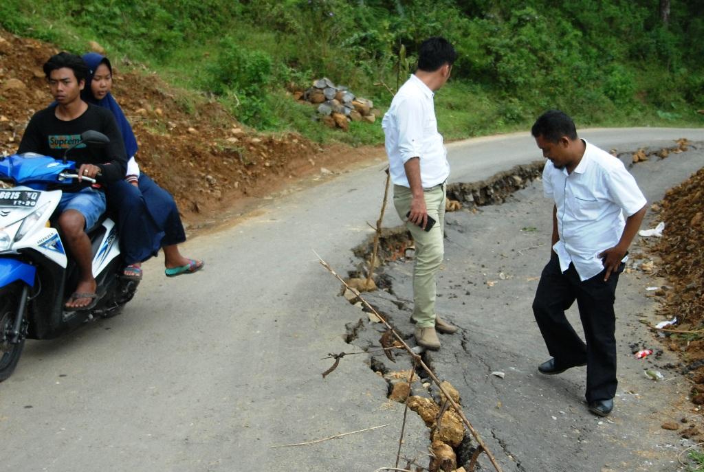 DPRD Didesak DPU, Akses Lengkong-Batunyana Amblas